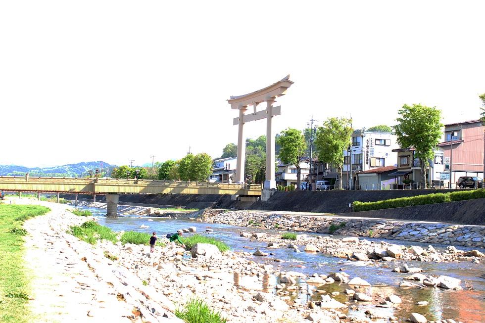 宮川の朝市
